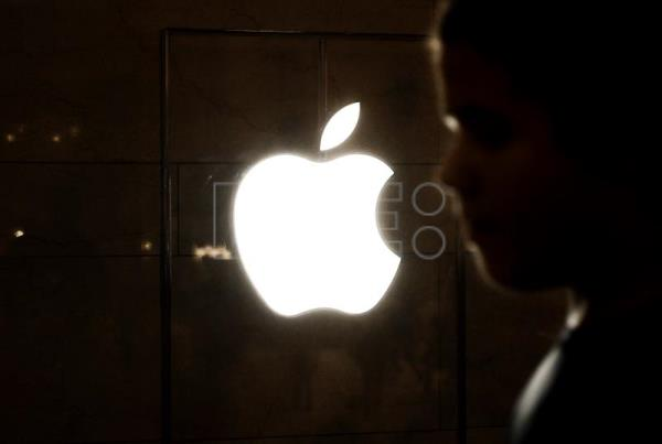 US gov't, Apple at odds again over terrorist's iPhone