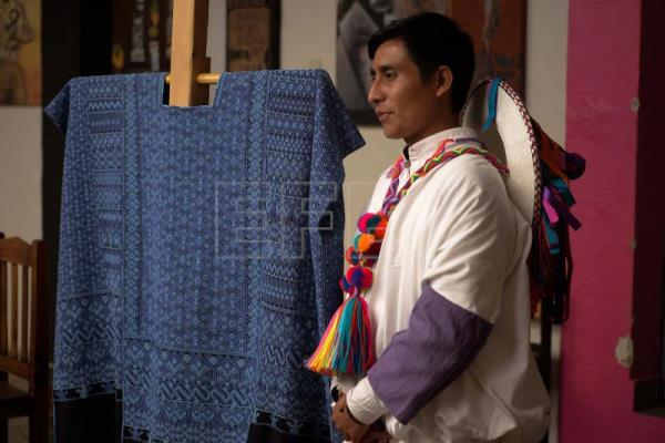 Indigenous weaver and designer defies gender stereotypes in Mexico
