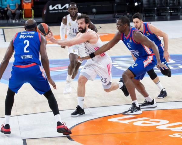 90-63. El Anadolu destroza a un Real Madrid impotente