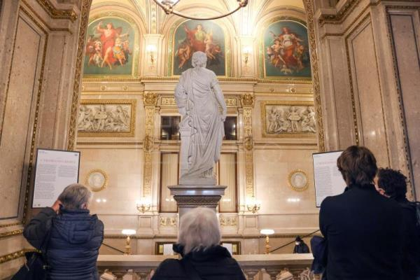 Vienna State Opera offers museum tours as Covid keeps stage empty