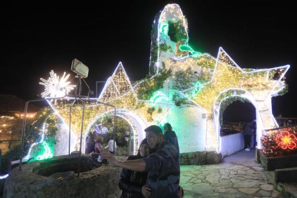 Bogotá orchestra helps light up Monserrate basilica for Christmas