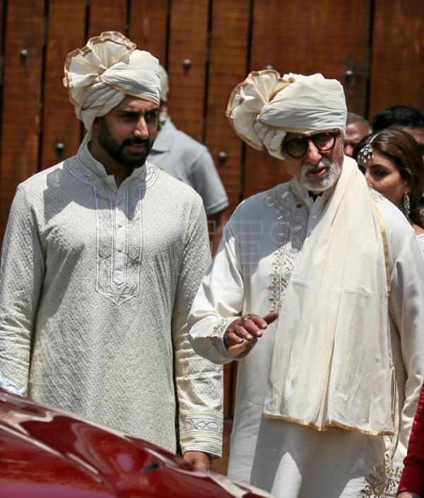 India joins in prayer after filmstar Amitabh Bachchan tests Covid-19 positive