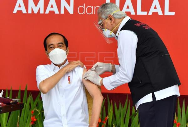 Indonesia begins vaccinating its 270 million inhabitants