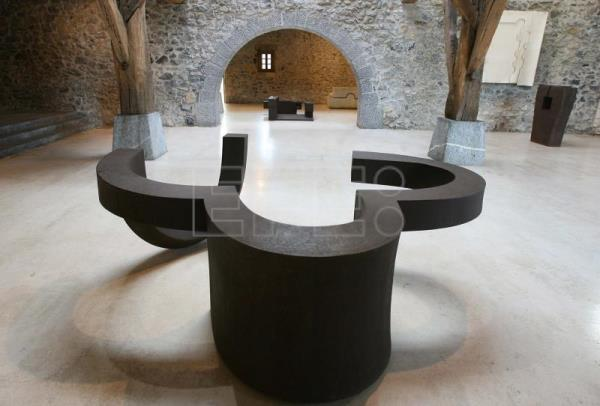View inside the Chillida-Leku museum within the Caserio Zabalaga gallery where sculptures by Eduardo Chillida are exhibited, Hernani (Guipúzcoa), Spain, Nov. 7, 2006. EFE/Juan Herrero