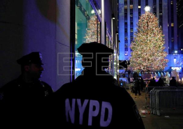 Christmas arrives in New York City with lighting of Rockefeller Center tree | Life | English ...