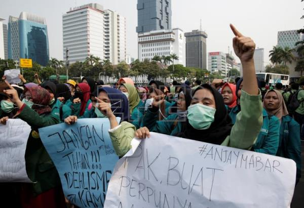Students who took to the streets en masse still support Indonesia's Widodo