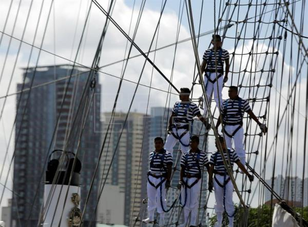 Mexican Navy sailors on the rigging of the ARM Cuauhtemoc sailing ship as it prepares to dock at the Port of Manila, Philippines, Aug 4, 2017. EPA/FRANCIS R. MALASIG