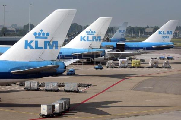 KLM diktat to cover up while breastfeeding in flights causes global outrage