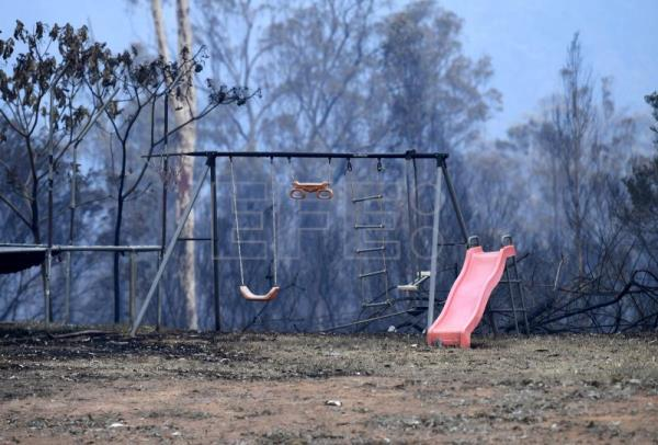 More than 150 bushfires rage in eastern Australia amid weather caution