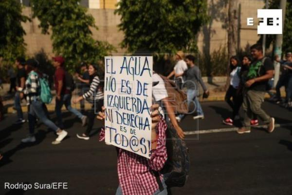Hundreds of Salvadorans march against water privatization