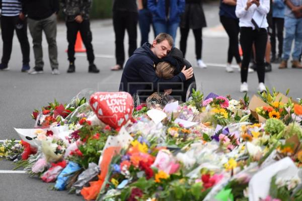 Members of the public mourn at a flower memorial near the Al Noor Masjid on Deans Rd in Christchurch, New Zealand, Mar. 16, 2019. EPA-EFE/MICK TSIKAS AUSTRALIA AND NEW ZEALAND OUT
