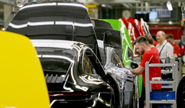 Germany's economy contracts by 0.1 percent in Q2
