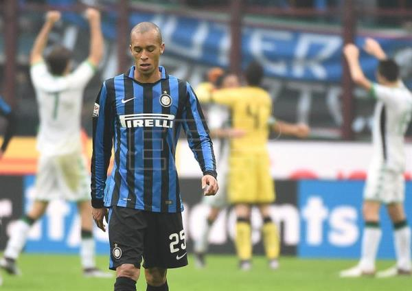 Inter Milans defender Joao Miranda de Souza Filho reacts as Sassuolo's players celebrate at the end of the Serie A soccer match between Inter Milan and Sassuolo at the Giuseppe Meazza stadium in Milan, Italy, Jan 10, 2016. EPA-EFE/FILE/DANIEL DAL ZENNARO