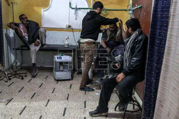 An injured man receives treatment in a hospital after a bombing in Douma, late Syria, 10 February 2018. EFE