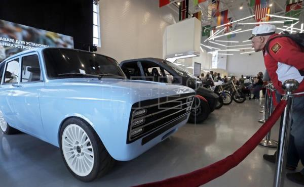 Arms Manufacturer Kalashnikov Unveils Russia S Answer To Tesla Electric Car