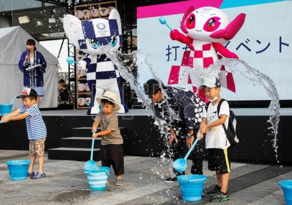 Splashing water to cool down in Tokyo 2020 Olympics Countdown Ceremony venue