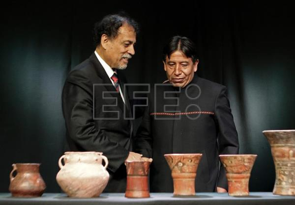 Bolivia Displays Antiquities Returned By Argentina Science