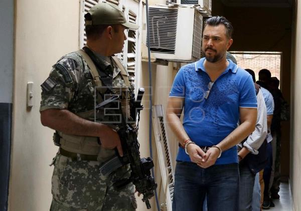 A view of the member of the Sinaloa cartel Jimmy Waine Gallien after declaring before the Anti-Drugs Prosecutor at the Public Ministry in Asuncion, Paraguay, 09 December 2016. EFE/Andres Cristaldo Benitez