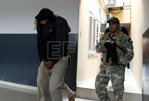 A view of the member of the Sinaloa cartel Paraguayan Patricio Fernandez (L) after declaring before the Anti-Drugs Prosecutor at the Public Ministry in Asuncion, Paraguay, 09 December 2016. EFE/Andres Cristaldo Benitez