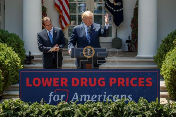 US President Donald J. Trump (R), with Secretary of Health and Human Services Alex Azar (L), delivers remarks on lowering drug prices during an event in the Rose Garden of the White House in Washington, DC, USA, May 11, 2018. EPA-EFE/SHAWN THEW