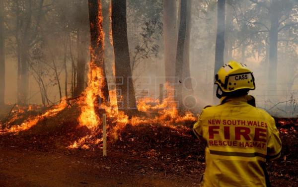 'Catastrophic' conditions complicate fighting of Australia wildfires