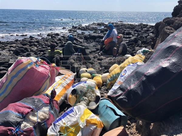 Environmental officials wage war on plastic containers in Galapagos Islands