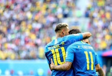 Last-minute goals from Coutinho, Neymar edge Brazil past resolved Costa Rica