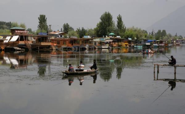Complete shutdown in Indian Kashmir ahead of court hearing on