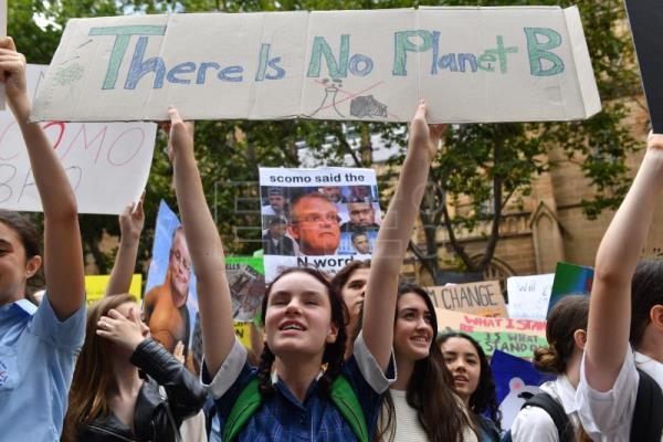 Thousands of students in Australia protest against climate change