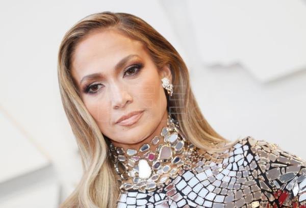 Jennifer Lopez turns her New York concert into birthday bash