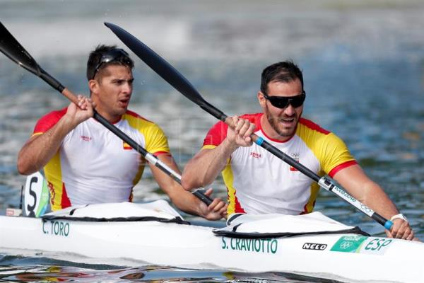 Cristian Toro L And Saul Craviotto R Of Spain Compete During Mens