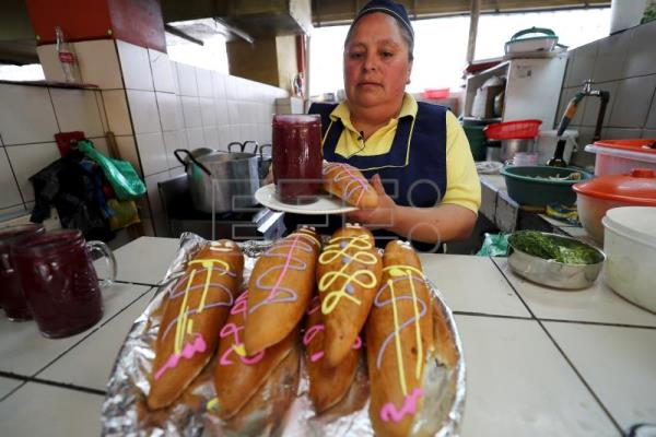 Ecuadorians create the perfect beverage for Day of the Dead