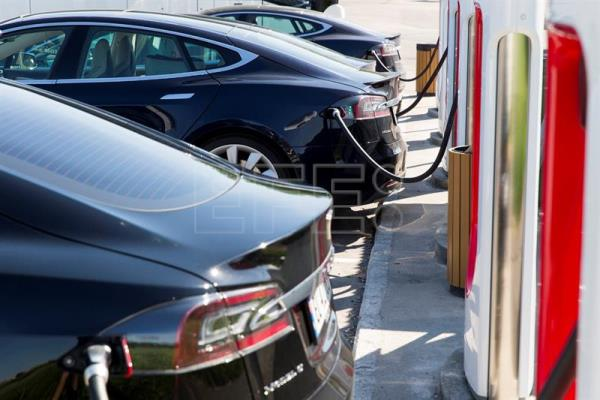 Bmw Daimler Ford Vw Group To Launch Trans European Charging