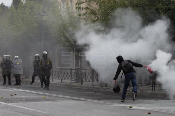 High school students protest in Greece over reforms to secondary education