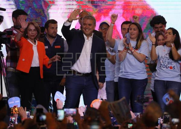 Pena Nieto congratulates Duque for his win in Colombia polls