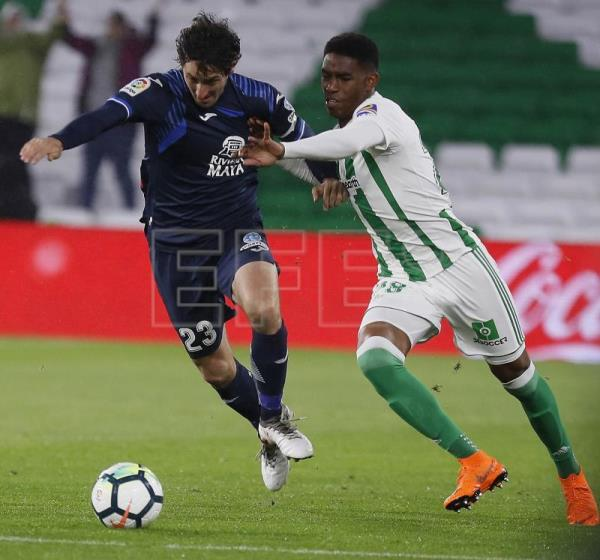 Real Betis defender Junior Firpo extends contract to 2023