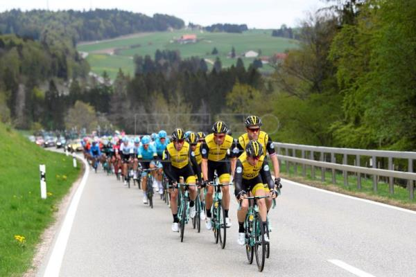 The peloton is on the way during the second stage of the 72nd Tour de  Romandie