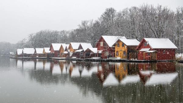 Fresh blanket of snow brings Christmas spirit to Hungary