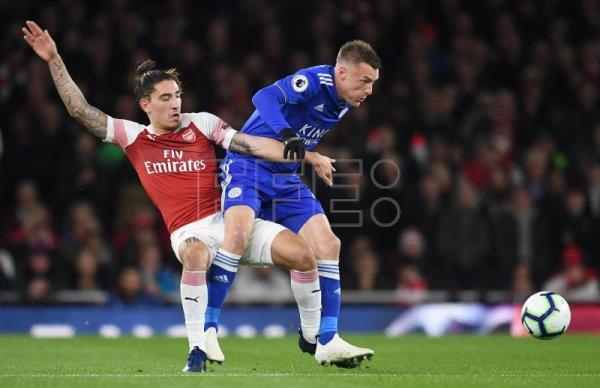 64e6f9b511 Arsenal's Bellerin to miss rest of season with knee injury | Sports ...