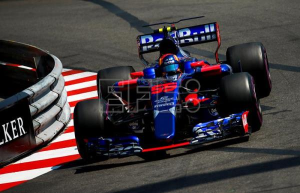 Spanish Formula One driver Carlos Sainz of Scuderia Toro Rosso in action during the third practice session at Monte Carlo circuit in Monaco, 27 May 2017.  EFE/Archivo