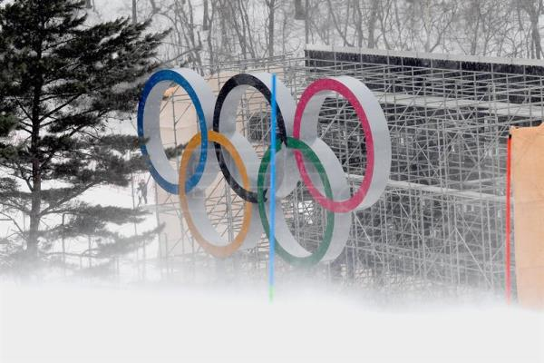 The Olympic Rings in the finish area as the Women's Slalom race is being canceled due to weather conditions at the Yongpyong Alpine Centre during the PyeongChang 2018 Olympic Games, South Korea, Feb. 14, 2018. EPA-EFE/CHRISTIAN BRUNA