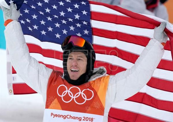 Gold medal winner Shaun White of the USA celebrates with the US flag after the Men's Snowboard Halfpipe Final Run at the Bokwang Phoenix Park during the PyeongChang 2018 Olympic Games, South Korea, Feb. 14, 2018. EPA-EFE/SERGEI ILNITSKY