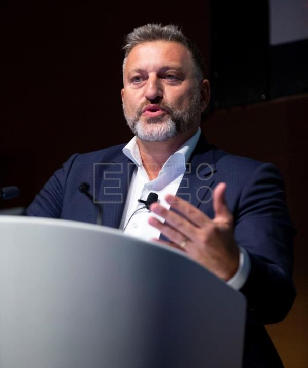 "El director general, Eric Grossat, durante el primer Congreso Internacional ""Better Data, Best Health"", organizado por HOPES (Health Outcomes Performance Ecosystem) en Barcelona. EFE"
