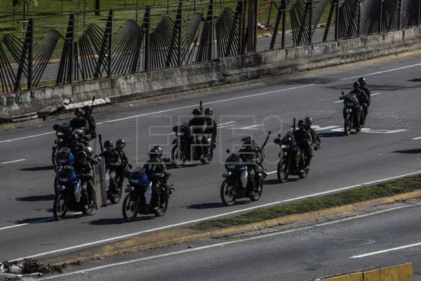 Armed men attack Caracas hospital during opposition protest
