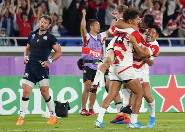 Japan thrill home crowds with 28-21 victory over Scotland
