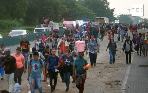2,000 migrants head for US from Mexico's southern border