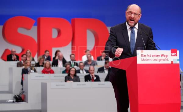 The chairman of the SPD, Martin Schulz, speaks during the party convention of the German Social Democratic Party (SPD), in Berlin, Germany, Dec. 7, 2017. EPA-EFE/HAYOUNG JEON