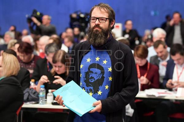 An assistant wears a shirt with a face of chairman of the SPD, Martin Schulz as Che Guevara, during the party convention of the German Social Democratic Party (SPD), in Berlin, Germany, Dec. 7, 2017. EPA-EFE/CLEMENS BILAN