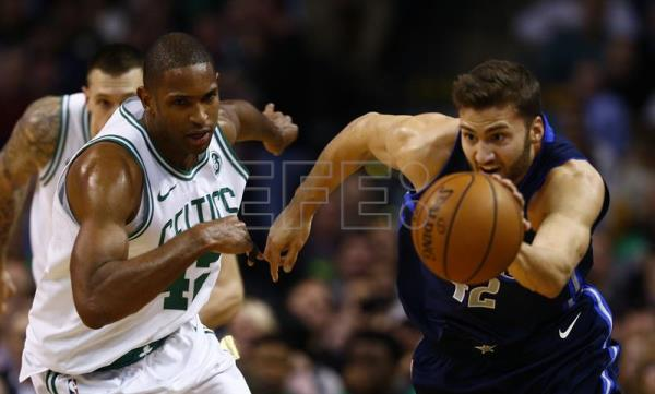 Dallas Mavericks forward Maximilian Kleber (R) breaks away with the ball stolen from Boston Celtics forward Al Horford (L) during the first quarter of their NBA game at TD Garden in Boston, Massachusetts, USA, Dec. 6, 2017. EPA-EFE/CJ GUNTHER