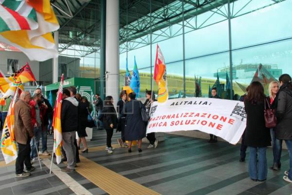 Italian airline Alitalia cancels more than 280 flights due to strike